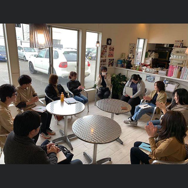 以前から北陸のトリマーさん達の知識向上の為に、セミナー等を開催して頂いておられる、石川県小松市にあるPOHITOCOさんにお声がけ頂いて、スキンケアのディスカッションに参加してきました🤗近年、北陸の方でもトリマーさん達が集まる団体かがやきトリマークラブが立ち上がり、日々わんちゃん達のQOLを上げる為に、勉強されております。そんな中でもスキンケアといっても、現場ではどうやっているの?という疑問を持つトリマーさんの一言で、今回は4軒のお店さんが集まって、実際に現場でどの様にスキンケアをしているか、ディスカッションさせて頂きましたうちのお店以外のパネラーさんはこちらになります♀️ 今年の6月から白山市で確かなコンセプトで独立スタートされたサロンDog Salon Bubble Dot 予約は常に4ヶ月先まで完売で全国的にも可愛いプードルカットで人気のサロンdog salon rusk 地域で26年の信頼を得て尚且つ時代の変化と共に進化し続けてるサロンPet support shop POCHITOCO  どちらのお店さんも、スキンケアの考えがしっかりされており、これが正解というのはない中でも、エビデンスを元にしっかりと考えておられる素晴らしいディスカッションでした🤩そして、一つ皆さんが共通して使用していたシャンプーはbokumoシャンプーでしたこのシャンプーは、一人のトリマーさんの大事な思いが詰まった、大切なシャンプーです🧴うちのホームページにもズラズラと書いてありますが、この動物業界はまだまだ、嘘偽りが多い商材や情報が錯綜しています。そんな中でも、わんちゃん達に嘘偽りなく、真っ直ぐでありたいという強い想いからできたbokumoシャンプーは、どんなお店さんでも取り扱える訳ではありません。最低限のシャンプーの知識・皮膚の知識がないと取り扱えない商品となっております。皆さんも、お店選びのポイントとして、bokumoシャンプーの取り扱い店であるかを一つの基準としてみてみて下さいね#toyama  #富山#toyamashi#富山市  #imizusi #射水市 #金沢#小松#grooming#高岡市#dogsalon  #ドッグサロン  #素敵なトリマーさん達#POHITOCO#torimming  #トリミング #わんこのQOL向上委員会#かがやきトリマークラブ #スキンケア#BOKUMO#BOKUMO取扱店富山#bokumo#アニマー湯#animaryu取扱店#No無麻酔歯石取り#アーガイルディッシュ取扱店#ナチュラルハーベスト取扱店##完全予約制